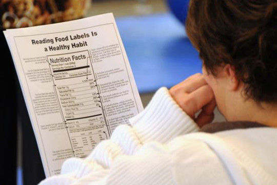 Image of person reading food nutrition facts